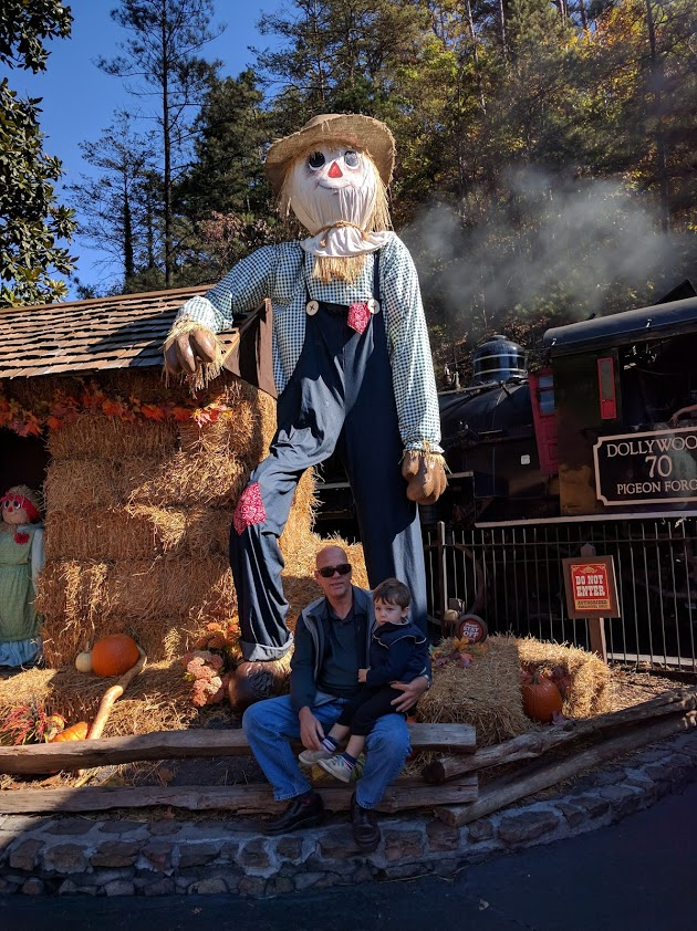 Dollywood fall decorations